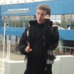 Молодой парень ищет готичную барышню в Екатеринбурге, желающую подчиняться