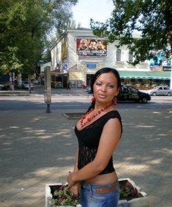 Миниатюрная девушка ищет мужчину в Екатеринбурге для страстного интима