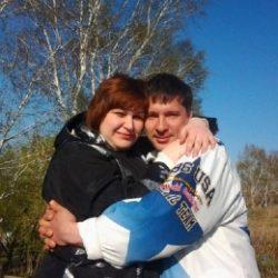Молодая семейная пара из Москвы. Ищем молодую и неопытную девушку-би для дружбы и встреч